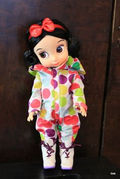 Disney Animator Doll - Snow white - Winter boots and outdoor jumpingsuit.