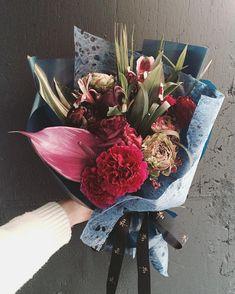 한지 느낌 심쿵 ㅠ  오늘 종일 심쿵 ㅠ . . . #flower #flowergram #florist #thebburi #instaflower #handtied #flowerlesson #flowerclass #daily #花 #플라워아카데미 #플라워샵 #플라워 #플라워레슨 #원데이클래스 #꽃 #꽃스타그램 #플로리스트 #꽃놀이 #뿌리 #플라워카페 #꽃다발 #핸드타이드
