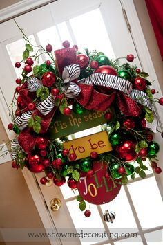 Fun Christmas wreath with a pop of animal print.  www.showmedecorat...