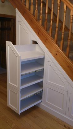Fotos von Under Stairs Storage & Attic S. - Fotos von Under Stairs Storage & Attic Storage Staircase Storage, Attic Storage, Staircase Design, Storage Spaces, Staircase Drawers, Foyer Storage, Curved Staircase, Basement Stairs, House Stairs