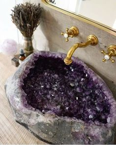 This Amethyst Geode sink is pretty amazing! I think I would only use it to cleanse crystals in. Dream Bathrooms, Dream Rooms, Gold Faucet, Interior And Exterior, Interior Design, Sweet Home, Navy Bathroom, Master Bathroom, Bathroom Wall