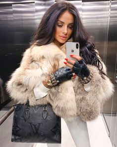 Fur Fashion, Fashion Models, Womens Fashion, Fox Fur Coat, Fur Coats, Stunning Women, Long Hair Styles, My Style, Lady