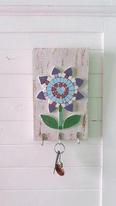 Mosaic Tray, Mosaic Wall Art, Mosaic Tiles, Mosaic Crafts, Mosaic Projects, Mosaic Designs, Mosaic Patterns, Wrought Iron Decor, Mosaic Flowers