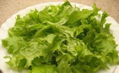 """Salată """"Caesar"""" – cea mai simplă, delicioasă și aromată rețetă! - Bucatarul Lettuce, Vegetables, Recipes, Green, Salads, Vegetable Recipes, Recipies, Salad, Veggies"""