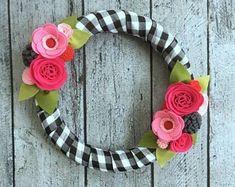 Items similar to CUSTOM Listing for - Spring Wreath - Multi-Color Spring Yarn Wreath w/ Felt Flowers. Yarn Wreath - Felt Flower Wreath on Etsy Felt Flower Wreaths, Felt Wreath, Wreath Crafts, Diy Wreath, Felt Flowers, Felt Crafts, Fabric Flowers, Pink Flowers, Yarn Wreaths