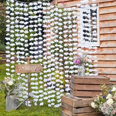 White Floral Backdrop White Flower Photobooth Backdrop - boho wedding - rustic wedding backdrop - Wedding ideas on Etsy Decor Photobooth, Photo Booth Backdrop, Photo Booths, Photo Props, Backdrop Ideas, Booth Decor, Floral Backdrop, Floral Garland, Backdrop Wedding