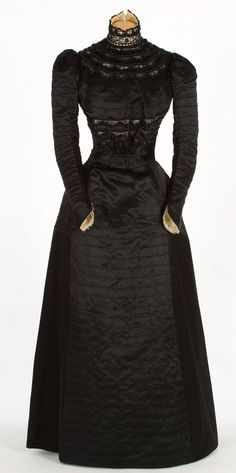 Wedding Dress, María Molist: ca. Spanish, silk, tulle embroidered with jet. (I would wear a black wedding dress) 1890s Fashion, Edwardian Fashion, Vintage Fashion, Classic Fashion, Charles Frederick Worth, Jeanne Paquin, Antique Clothing, Historical Clothing, 1920 Clothing