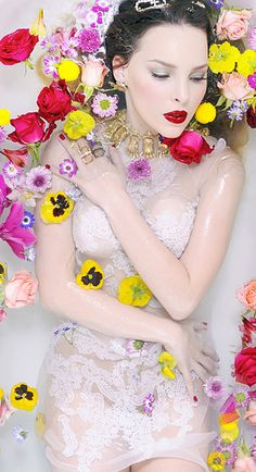 ❀ Flower Maiden Fantasy ❀ Belinda - V Magazine 2012 Artistic Photography, Photography Women, Underwater Photography, Fashion Photography, Photography Ideas, Nicholas Sparks, Milk Bath Photography, Floral Fashion, Photoshoot Inspiration