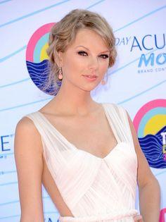 Celebrity Lookbooks: Taylor Swift at Teen Choice Awards, Universal City