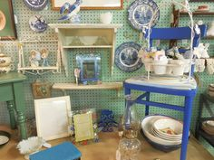 Great Shabby Chic display at Liz's Antique Mall. https://www.facebook.com/pages/Lizs-Antique-Mall/509587989062055?fref=nf