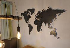Wohnbeispiel Design Weltkarte in Eisenglimmer Montage, Ceiling Lights, Lighting, Design, Home Decor, Brickwork, World Wide Map, Stencils, Hang In There