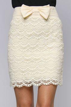 Falda de talle alto y encaje crema