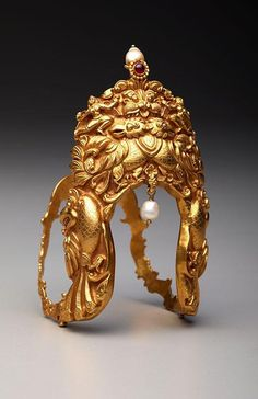 Gold vanki (armlet) from south India