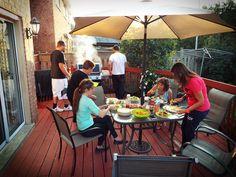 Bellissima serata con questa fantastica #cena in #giardino #hamburger # buonissimi # cucinati alla perfezione da #chef #sandro #yummy #goodfood #goodevening @flavymic @tamy0689 @lucia55curitti con #zia #massimina e #francesco . @katieaa82 Next time you have to be there too.