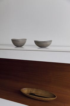 Tomii Takashi  :  White urushi turned bowls and  chestnut serving tray