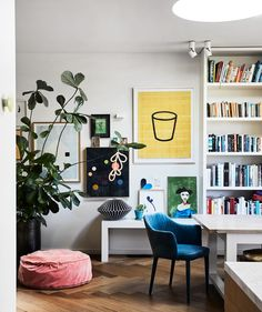 Quirky Living Room Furniture Awesome Rachel Castle S Colourful & Quirky Sydney Home Room Living Room Lighting, Living Room Decor, Living Spaces, Living Rooms, Bedroom Decor, Sweet Home, Salon Mid-century, Salon Style, Turbulence Deco