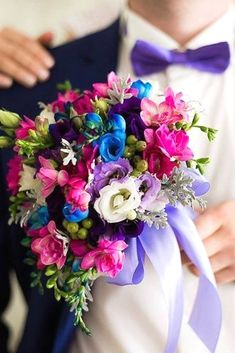 Popular Bridal Bouquet Shapes And Styles ❤ See more: http://www.weddingforward.com/bridal-bouquet-shapes/ #weddings