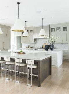 Modern Kitchen Interior Luxurious white kitchen idea featured in this beautiful dream home in Orem, Utah. - Sweet dreams are made of these. Luxury Kitchen Design, Best Kitchen Designs, Luxury Kitchens, Interior Design Kitchen, Cool Kitchens, Small Kitchens, Gray Kitchens, Tuscan Kitchens, Bar Interior