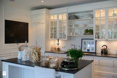 styl New England Kuchnia - zdjęcie od WWW.STUDIO-INACZEJ.PL New England Style, Cozy Cottage, My Dream Home, Decoration, Interior Inspiration, The Hamptons, Kitchen Cabinets, Glass Cabinets, Sweet Home