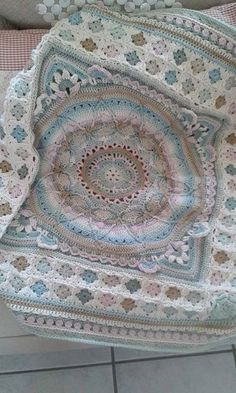 #freecrochetpattern #crochetSophie's garden turned into an afghan! How pretty is this? No pattern for the afghan you see in the picture, but Sophie's garden pattern here find http://www.lookatwhatimade.net/crafts/yarn/crochet/free-crochet-patterns/sophies-garden-large-crochet-square-photo-tutorial/