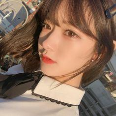 화장이 점점 사라지는 마법  오늘 저녁은  닷    ...  #고기 #단발 #춘천 Girl Face, Woman Face, Beautiful Asian Girls, Gorgeous Women, Pretty People, Beautiful People, Makeup Korean Style, Girl Korea, Ulzzang Korean Girl
