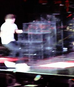 Why does Louis always seem to fall?  Like, seriously! Wtf is going on with his feet? It's like, I love you, Lou, but why de'ya keep falling?