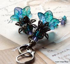 Neat style and LOVE the colors Lucite Flower Earrings, Beaded Earrings, Earrings Handmade, Flower Jewelry, Wire Jewelry, Beaded Jewelry, Do It Yourself Jewelry, Homemade Jewelry, Fantasy Jewelry