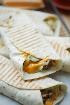 Big Mac Wraps | Kookmutsjes I Love Food, Good Food, Yummy Food, Big Food, Tapas, Lunch Snacks, Lunch Wraps, Healthy Meals For Kids, Fabulous Foods
