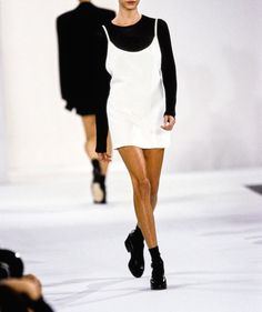 Calvin Klein Collection Spring 1994 Ready-to-Wear Collection Photos - Vogue 90s Fashion, Runway Fashion, High Fashion, Fashion Show, Vintage Fashion, Fashion Design, Elite Fashion, Style Fashion, Ali Michael