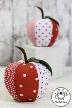 a set in these colors Sewing Art, Sewing Toys, Pdf Sewing Patterns, Diy Arts And Crafts, Fall Crafts, Apple Gifts, Crochet Sunflower, Apple Decorations, Red Apple