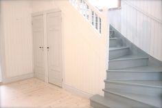 Love the colour of these stairs! Cottage Stairs, House Stairs, Entry Stairs, Entry Hallway, Swedish Cottage, Cozy Cottage, Scandinavian Living, Scandinavian Interior, Cleaning White Walls