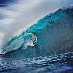 Kelly Slater enjoying the view on a wave Tavarua amazing #surf #amazing #explore