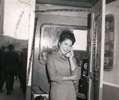 [옛날 사진첩] 50-60년대 1960년대로 추정되는 서울 남대문시장 근처 길거리 간판 모습. 한자와 영문이 뒤섞인 한글간판 글씨체가 이채롭다. 1960년대 구멍가게 1950년대 추석특별프로 징기스칸을 상영하는 극장간판 모습이 정겨웁다 19 Telephone Booth, Religion, Korean, Culture, History, Historia, Korean Language