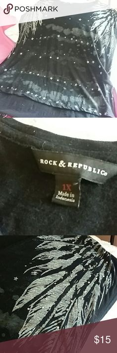 Rock and republic rockin tee Awesome, comfy, cute. Slits up sides Rock & Republic Tops Tees - Short Sleeve