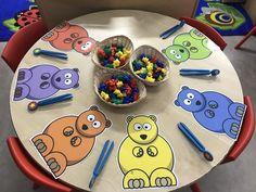 Finger gym teddy bear sorting (Image only) Preschool Fine Motor Skills, Bears Preschool, Motor Skills Activities, Preschool Crafts, Eyfs Activities, Nursery Activities, Finger Gym, Tuff Spot, Funky Fingers