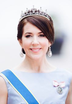 CP Mary at the wedding of Prince Carl Philip and Princess Sofia of Sweden in 2015 Royal Tiaras, Royal Jewels, Princess Marie Of Denmark, Danish Royalty, Princesa Mary, Prince Carl Philip, Women Lawyer, Danish Royal Family, British Monarchy