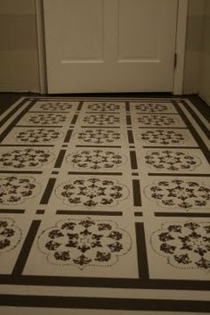 How to Paint a Floor (DIY painted rug) another cool stenciled floor Decking of a home is essentially the most remarkable interior architectural features. Painted Bathroom Floors, Painted Plywood Floors, Painted Rug, Diy Kitchen Flooring, Diy Flooring, Timber Flooring, Cement Floors, Floor Cloth, Floor Rugs