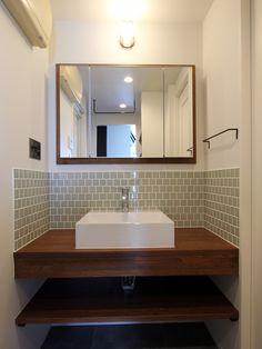 ミラー収納の廻りには木の額縁がアクセントに Washroom, Bathroom Storage, Home Remodeling, Countertops, Toilet, Sweet Home, New Homes, House Design, Interior