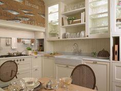 Fregadero de doble seno en una pieza de mármol: Cocinas de estilo clásico de DEULONDER arquitectura domestica