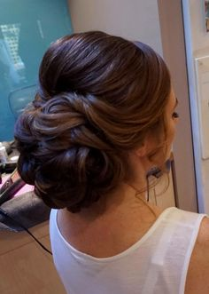 Gorgeous Wedding Hairstyles Half up Half down - Chignon A chignon is one of th.Gorgeous Wedding Hairstyles Half up Half down - Chignon A chignon is one of th. Chignon Wedding, Bridal Hair Updo, Elegant Wedding Hair, Wedding Hair And Makeup, Hairstyle Wedding, Hair Wedding, Headpiece Wedding, Quince Hairstyles, Bride Hairstyles