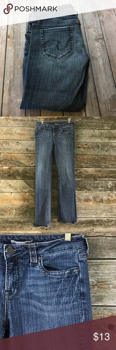"""💚Juniors size 9 Refuge dark rinse jeans EUC, no wear on the cuffs.  Boot cut style, cuffs are just under  9"""" across.  32"""" inseam.  29"""" waist.  8"""" rise. Refuge Jeans Boot Cut"""