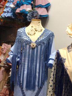 Flamenco shawl (mantoncillo) made in crochet, with longe fringe.