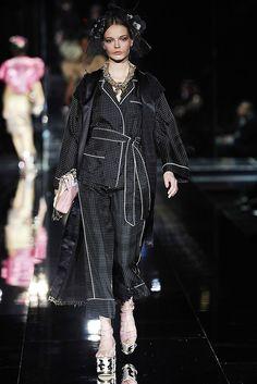 58d6b048e8 Dolce   Gabbana Spring 2009 Ready-to-Wear Collection Photos - Vogue Short