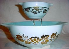 VINTAGE PYREX GOLDEN GRAPES DELPHITE BLUE CINDERELLA CHIP & DIP SET