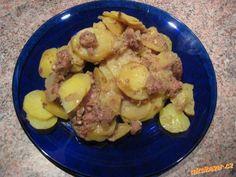 Zapékané brambory s vepřovou konzervou. luxusní pochoutka.. Potato Salad, Potatoes, Meat, Chicken, Ethnic Recipes, Food, Potato, Essen, Meals