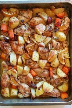 Kycklingklubbor som rostas i ugnen med grönsaker, lättlagad vardagsrätt som sköter sig själv i ugnen. En riktigt god och praktiskt allt-i-ett rätt. Country Cooking, No Cook Meals, Food Hacks, Love Food, Food Porn, Paleo, Food And Drink, Yummy Food, Healthy Recipes