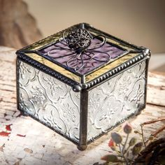 (http://www.unchartedvisions.com/j-devlin-box-727-4-wire-flower-english-muffle-glass-jewelry-box/)