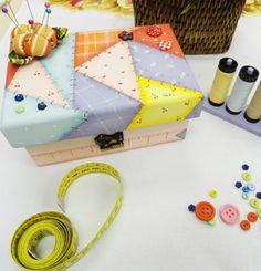 Caixa de costura com imitação de patchwork