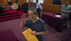 Presidente do Peru concede indulto humanitário a Fujimori. O presidente do Peru, Pedro Pablo Kuczynski, concedeu no domingo (24) um indulto humanitário ao ex-presidente Alberto Fujimori, hospitalizado desde sábado e que cumpre uma pena de 25 anos de prisão por crimes contra a humanidade.
