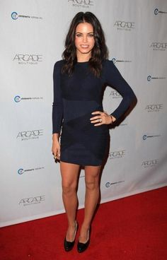 Alice + Olivia Goddess dress sz 8 Beautiful dress just doesn't fit! It's navy in color and has a flattering fabric drape that criss-crosses your body. Please don't hesitate to ask questions or request more photos! Goddess Dress, Jenna Dewan, Sexy Girl, Classy Casual, Celebrity Style, Celebrity Women, Chiffon Dress, Her Style, Everyday Fashion